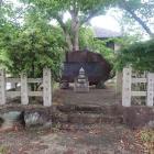 上神領主累代碑と墓所