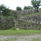 松の丸櫓台横の石垣