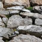 ハート石、上に子供ハート石、天守台南面