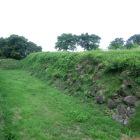 本丸南側の石垣と堀
