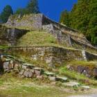 六段の石垣を横から見る