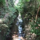 堀の名残の水路