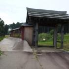 薬医門と続板塀、内側