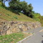 腰巻土塁と鵰門跡