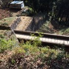 馬場下通路竪堀に掛かる木橋
